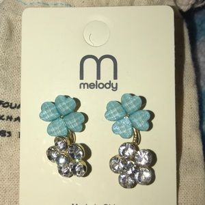 Jewelry - Two flower studs